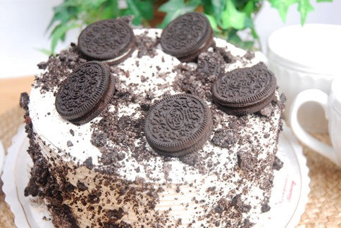 Oreo Buttercream Layer - Reinwald's Bakery