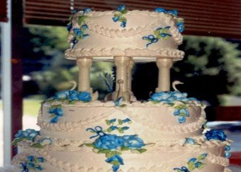 Wedding Cake 15 - Reinwald's Bakery