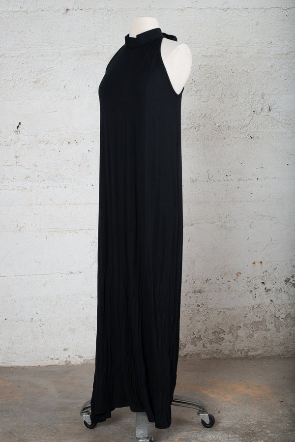 Front, angle view of a sustainable fashion secondhand dress.