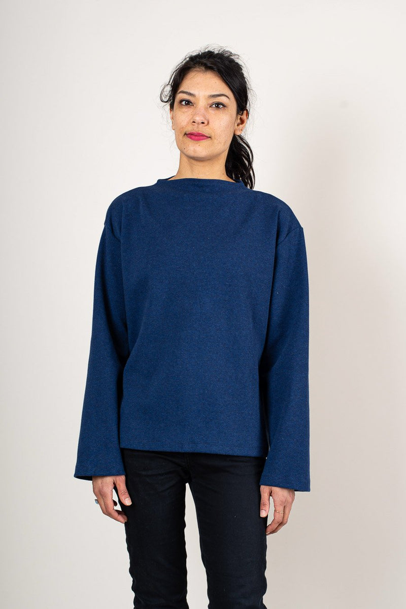 A view of the fair fashion Chloe sweatshirt that shows the length of the sleeves.