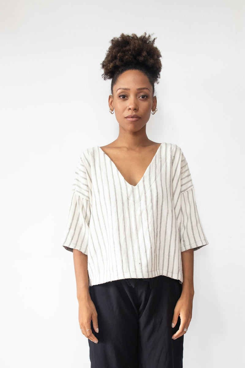 The Veha top is woven from reclaimed cotton jersey and cotton yarn in our unique zero waste process. Seen here in grey and white.