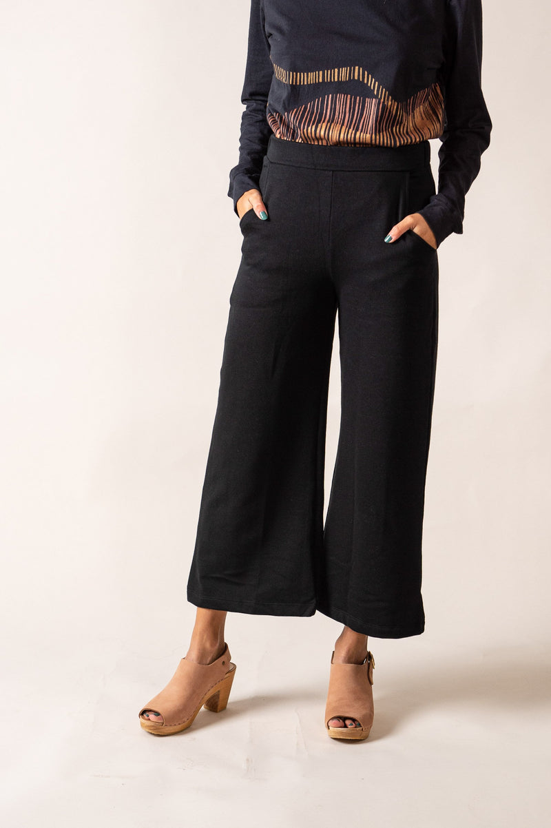 Our fair fashion Jorani pants have two generous side pockets.