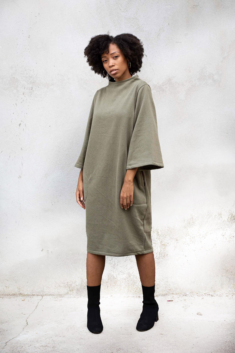 The Jorani sweatshirt dress is sustainably made in our fair fashion workshop.