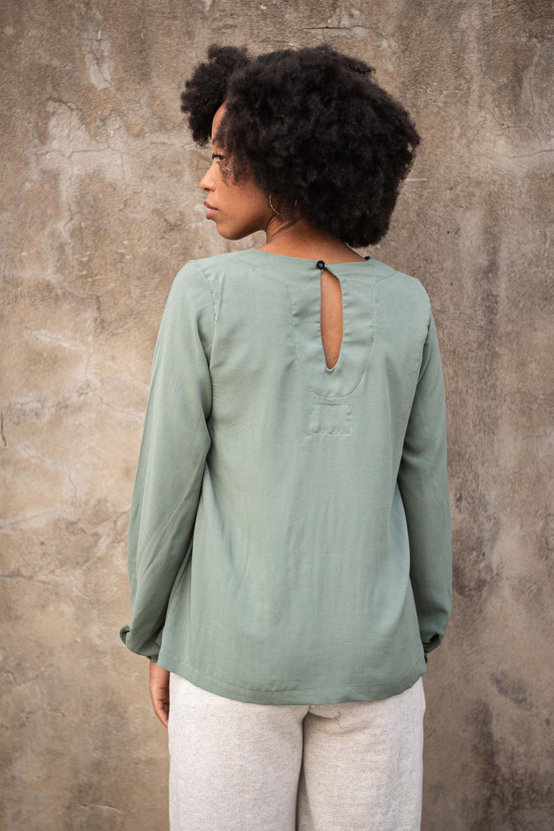 A back view of our circular fashion Maly top that shows the button closure on the keyhole neck.