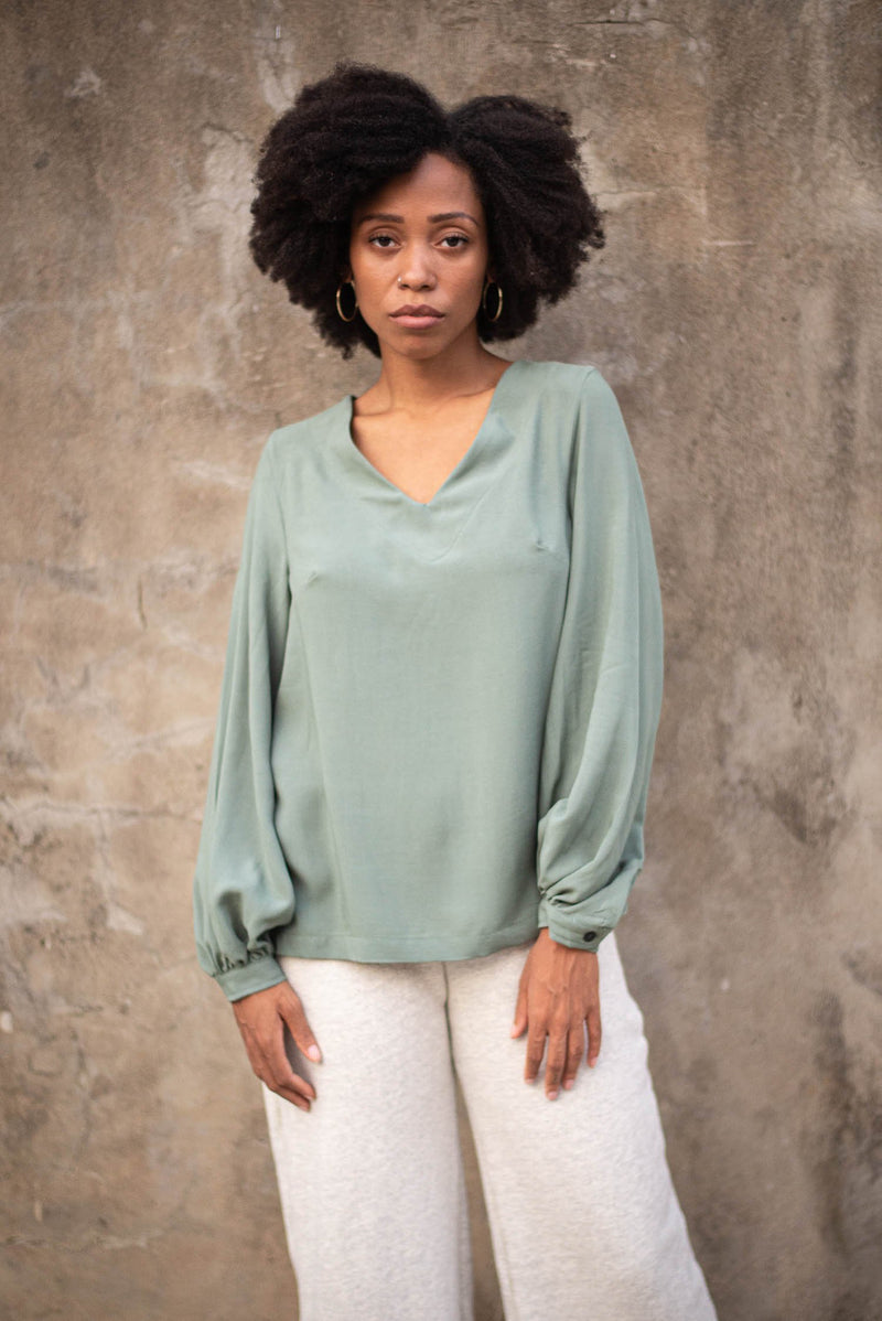 Our sustainably made Maly top in sage.