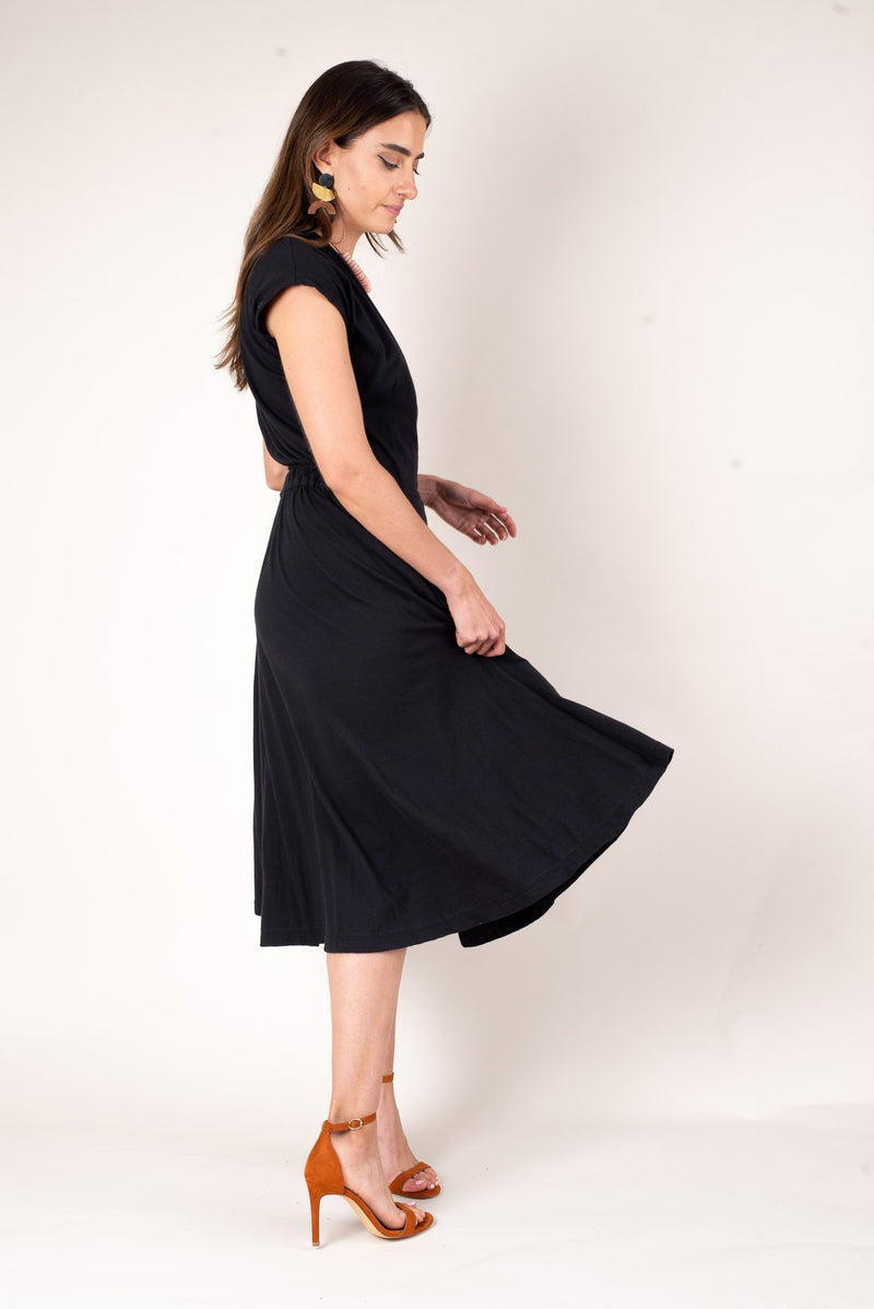 The flowing skirt of the mekong wrap dress moves with easy and elegance. This sustainable fashion dress is perfect for any minimalist capsule wardrobe.