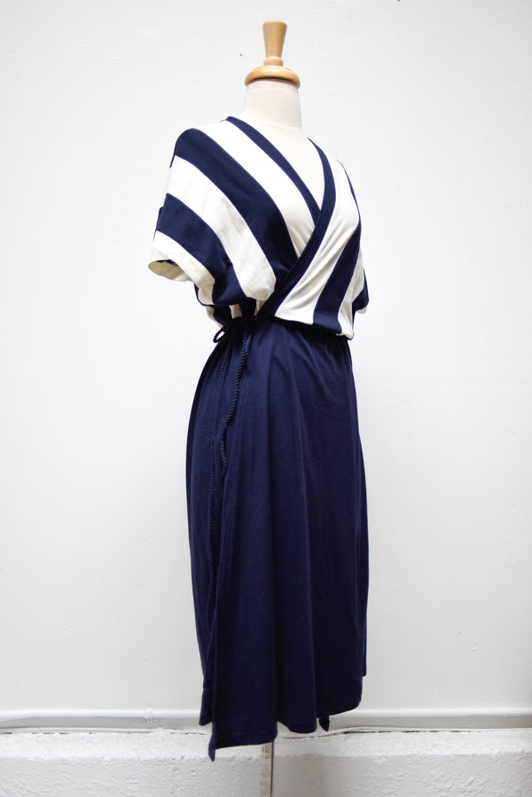 navy and off-white vanna wrap dress - open closet - small - rarely worn