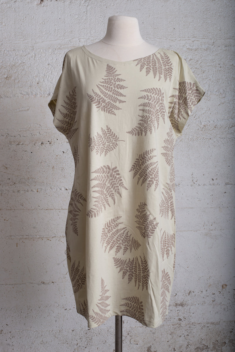 basic t-shirt dress with fern print - open closet - xx-large - rarely worn