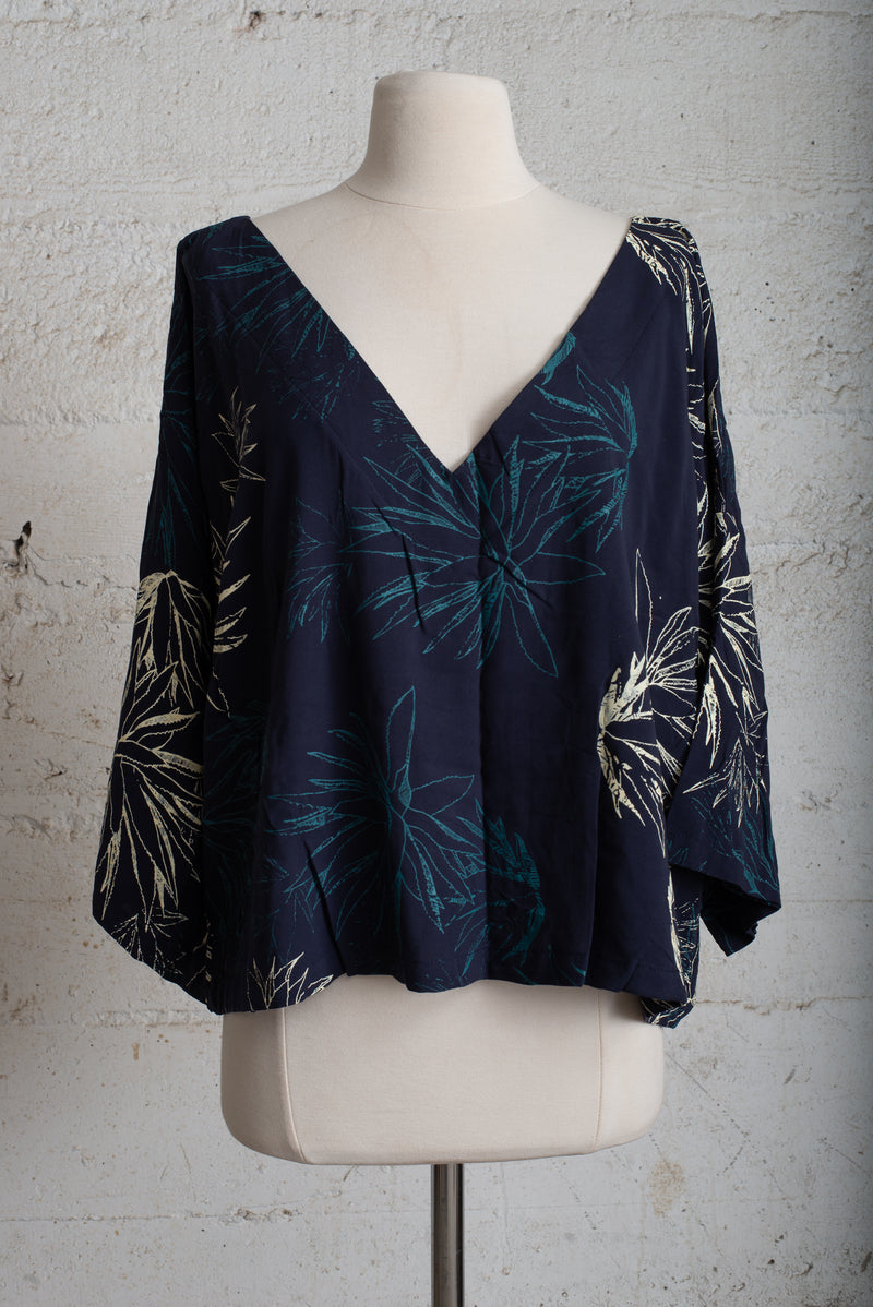 navy veha top with cactus print - open closet - xx-large - rarely worn