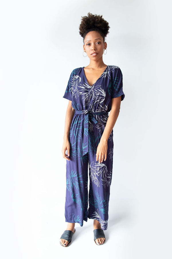 The easy-going elastic waist of our Rachana jumpsuit is covered by a stylish tie belt. Seen here in navy with a cactus print.