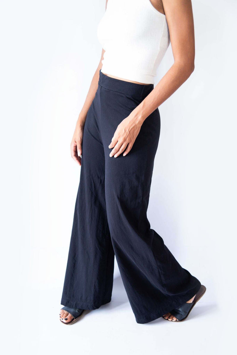 A detail image of our Ryna pants, seen in black, reveals the easy-on elastic waistband.