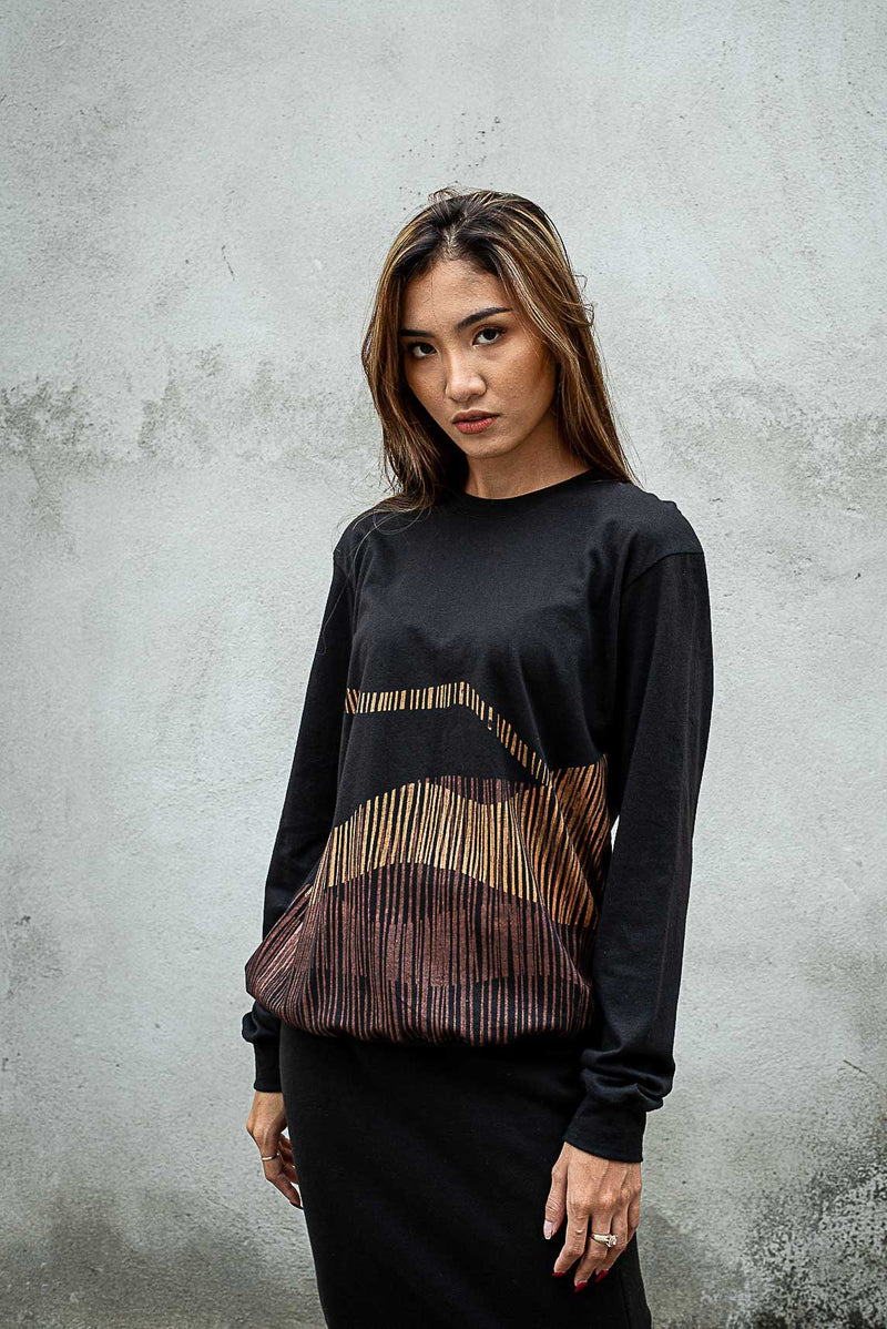 This version of our ethically made Sokha top has a mountain range print on black jersey.