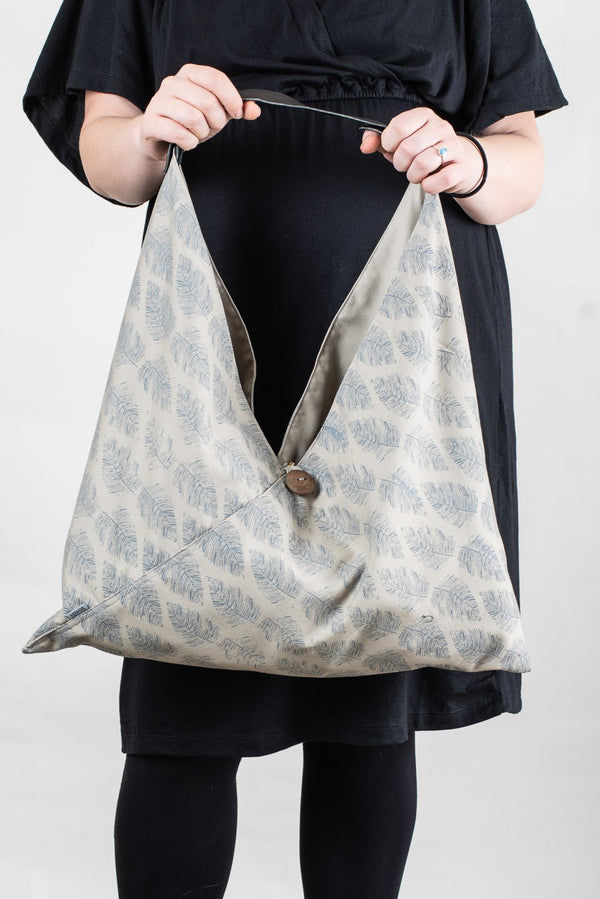 Our sustainably made Sol Triangle Tote has a clever design that will keep all your essentials close at hand. This version has an all over fern print.