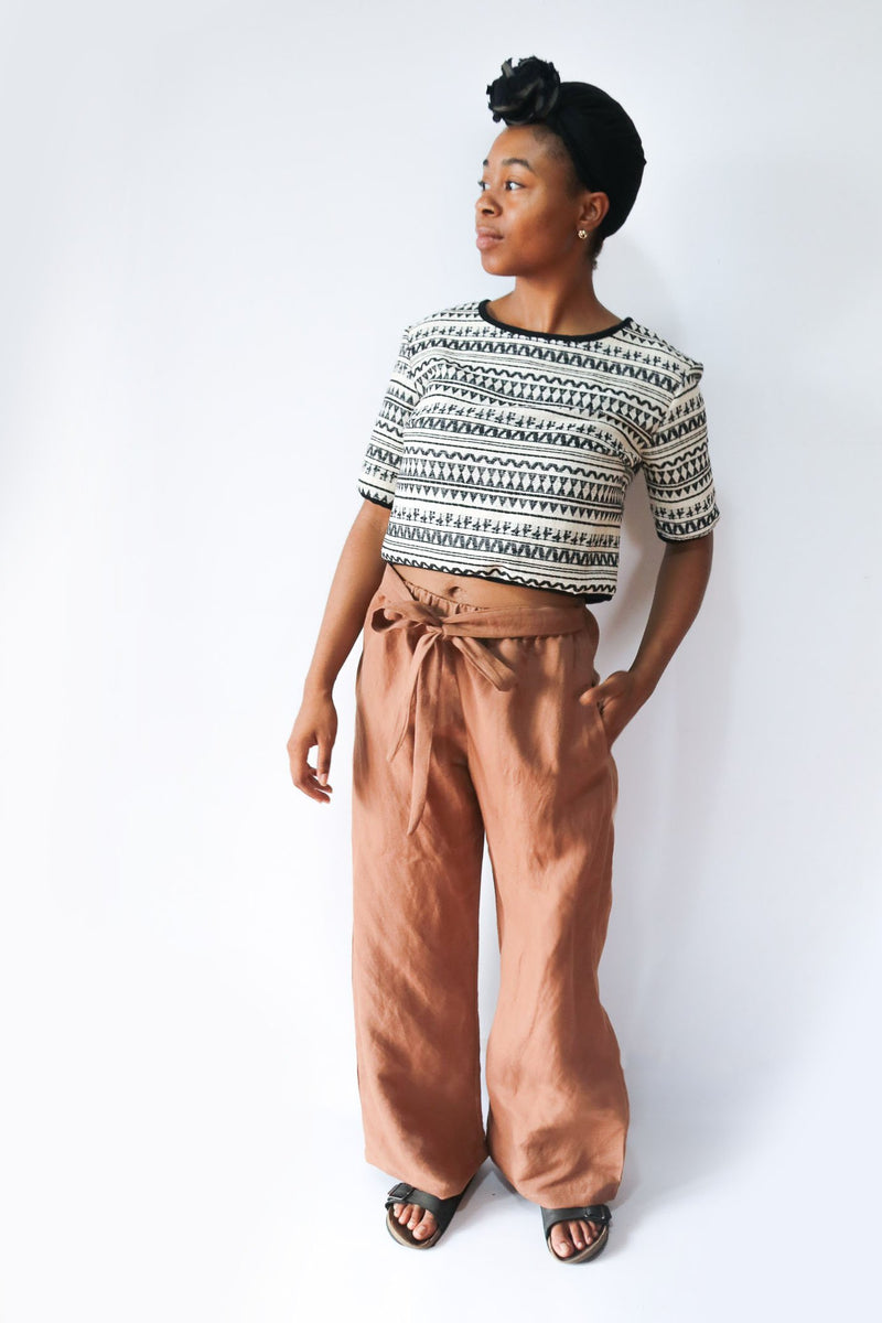 Our fair fashion Sothea pants, seen here in copper linen, have two side pockets.
