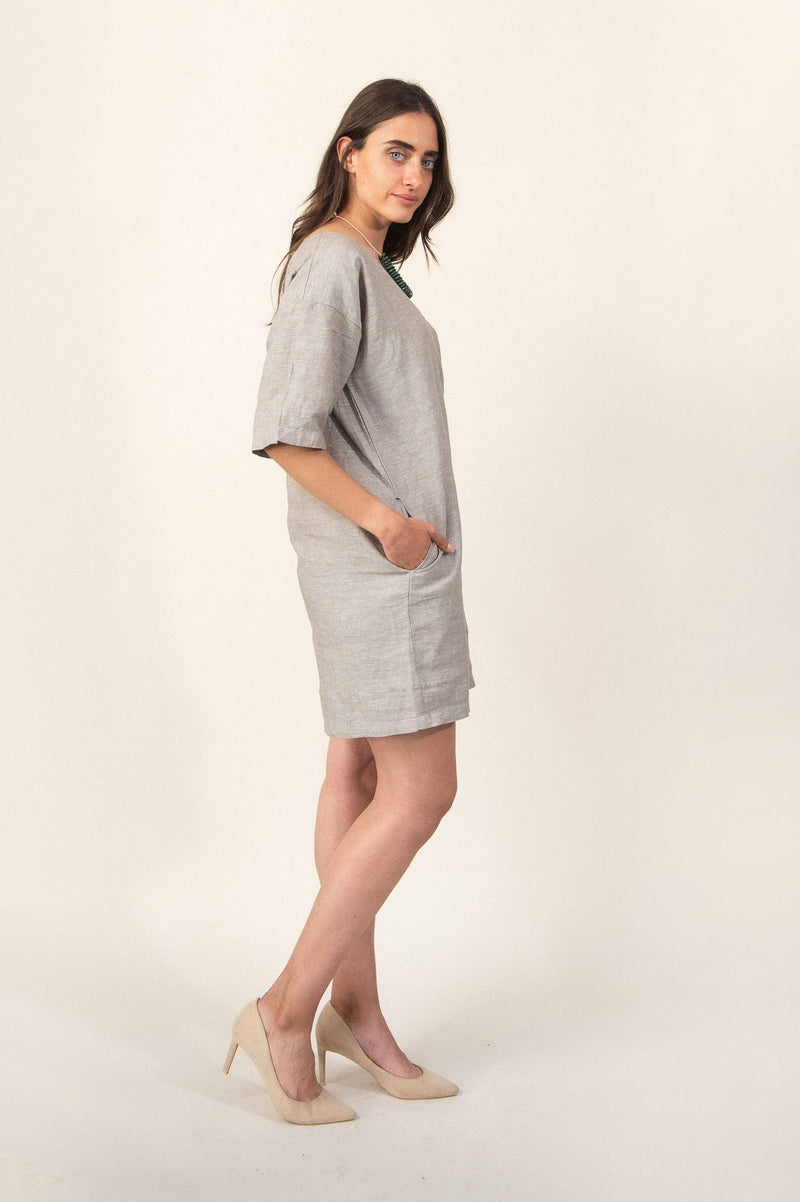 Our Veha dress has two side pockets, so you can keep your essentials on hand.