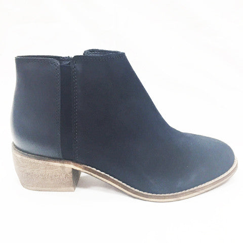 Hush Puppies- Delta (Navy Suede)