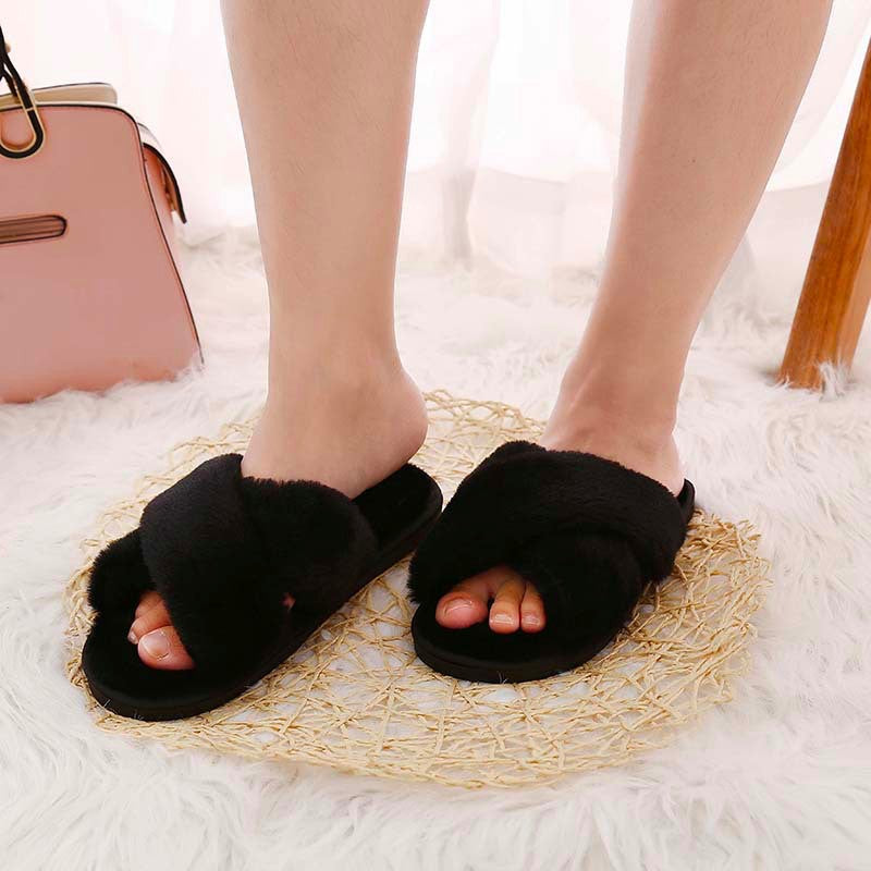 รองเท้าแตะขนเฟอร์ - Cross Straps Plush Faux Fur Rubber Sole House Slipper