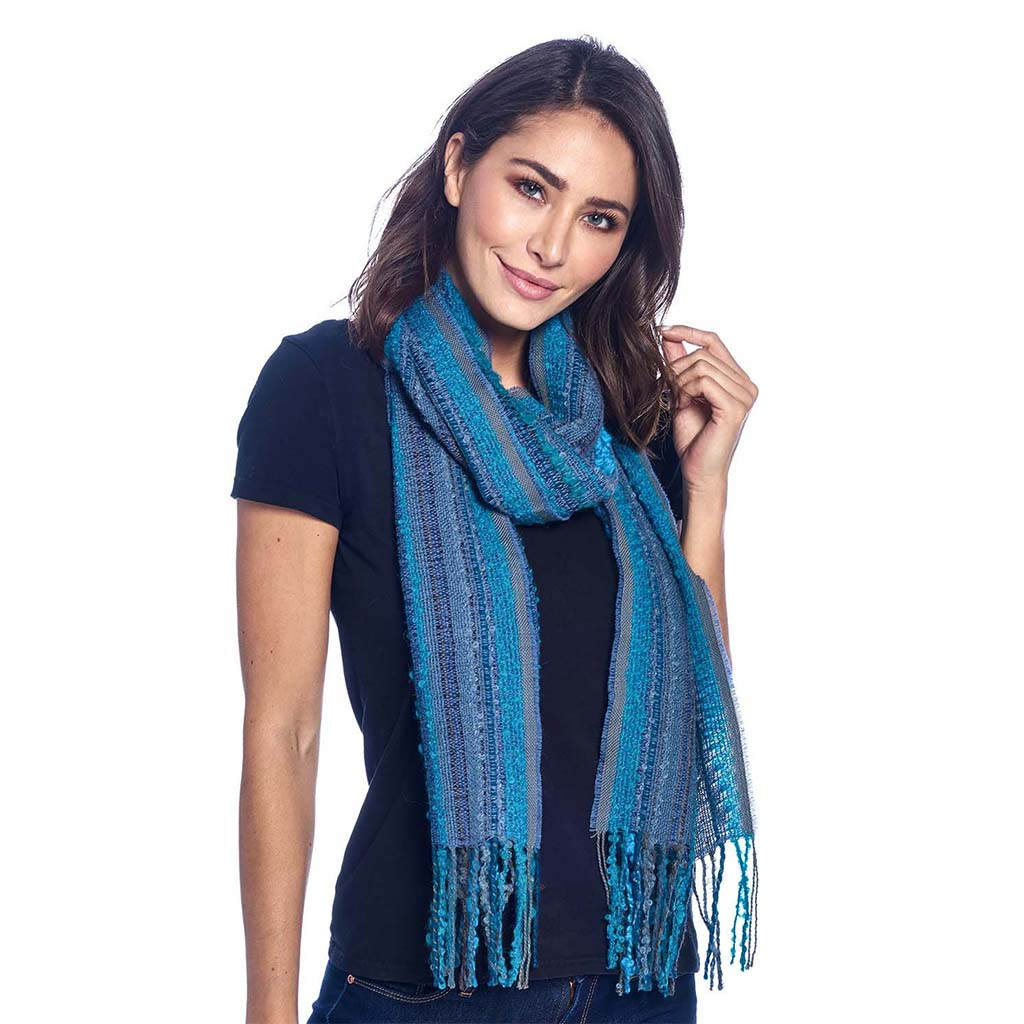 Shupaka scarf boucle capri blue with model