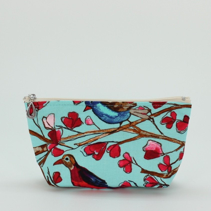 Small cosmetic bag bird print made of cotton in the U.S.A. with cheerful print and cotton and waterproof plastic.