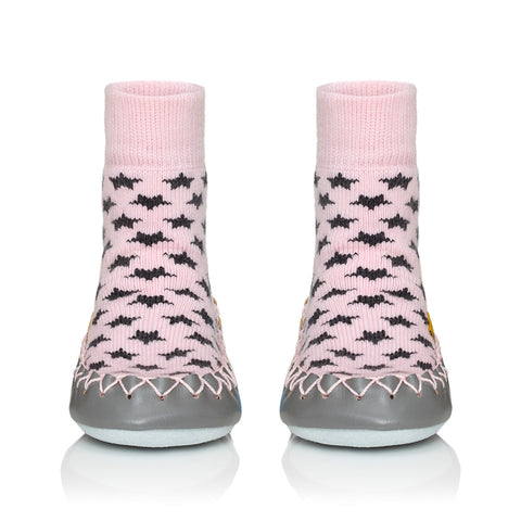 Moccis Grey stars on Pink