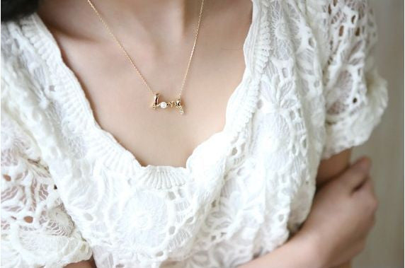 USA Fashion Jewelry 18K Gold Plated Gently Around The Word Love Women Necklace