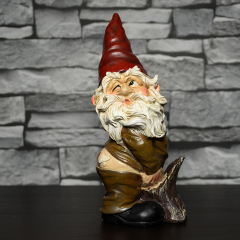 Gnome- Having A Widdle