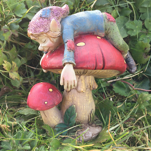 Pixie Asleep on a Sculpture by Tony Fisher - Prezents  - 1