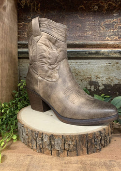 SHOES 5.5 / TAUPE Cowgirl Up Boots