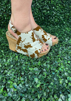 SHOES 6 / COWHIDE Moving On Up Wedges