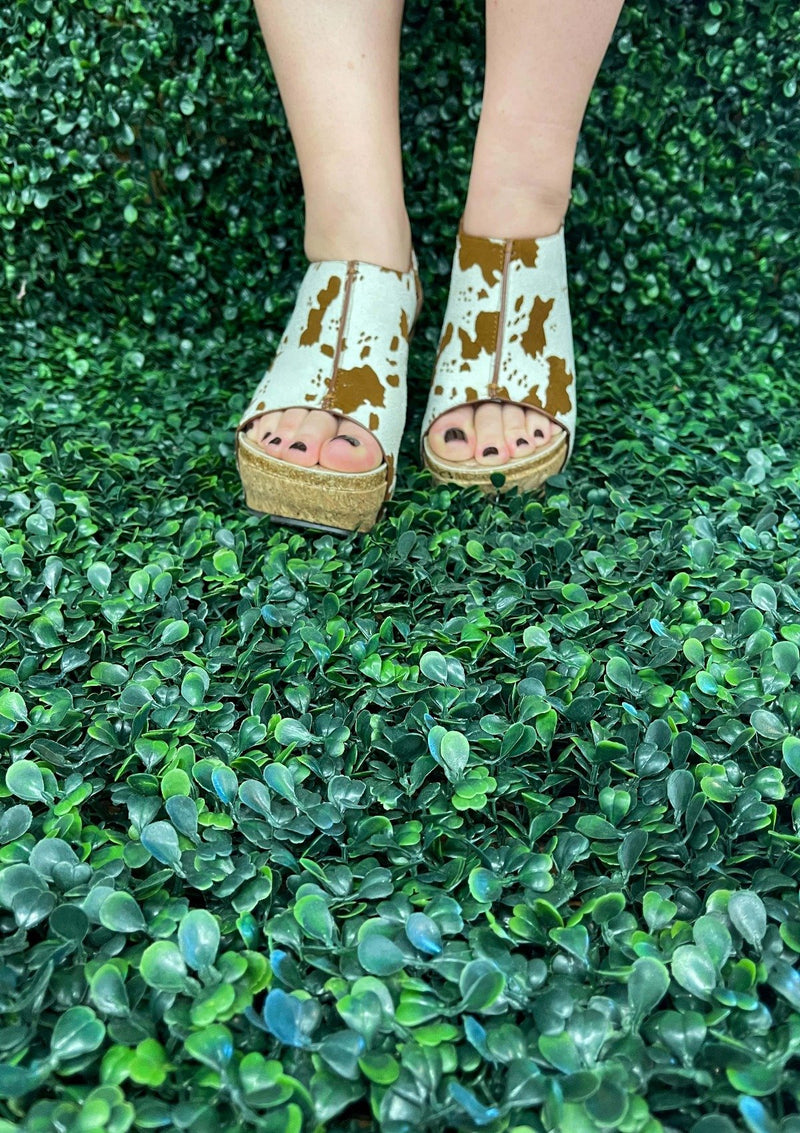 SHOES Moving On Up Wedges