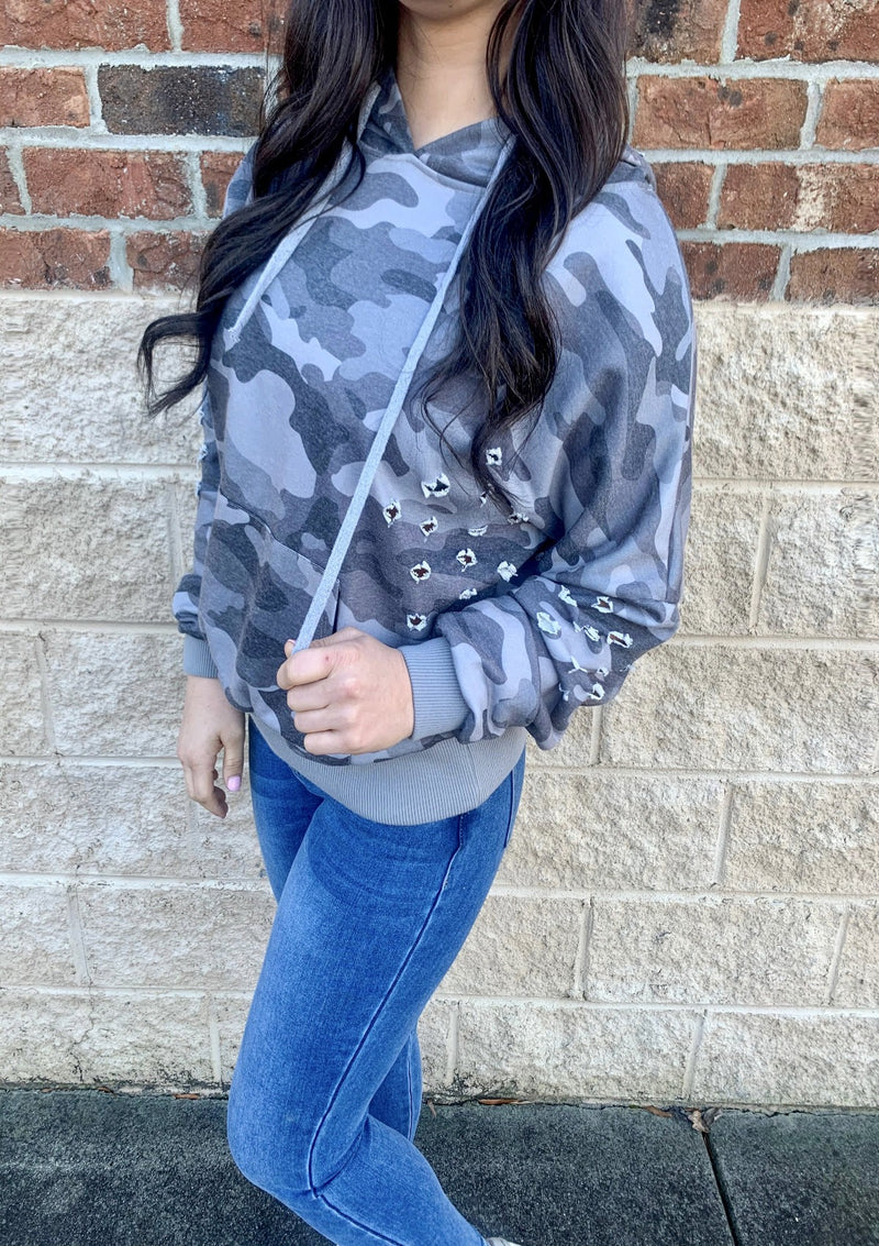 TOPS S / CAMO Distressed Babe Hoodie