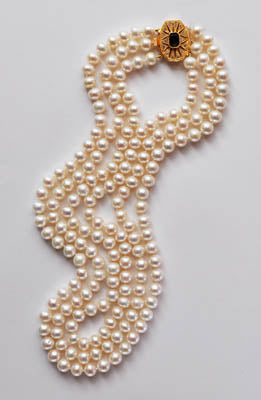 FWP 006 3 rows of white freshwater cultured pearls