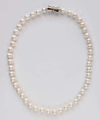 FWP 043 White freshwater cultured 8.5 mm pearl necklace 43 cm long.