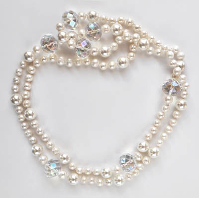 FWP 116 Freshwater Pearls 114 cm long w/ Faceted Crystal Globes