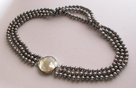 FWP 152 3 rows of grey freshwater pearls 5-6mm necklace 43cm long.