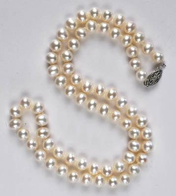 FWP 194 Single white freshwater pearl necklace.