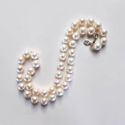 FWP 211 A row of 10mm freshwater cultured pearls 46cm long (I)
