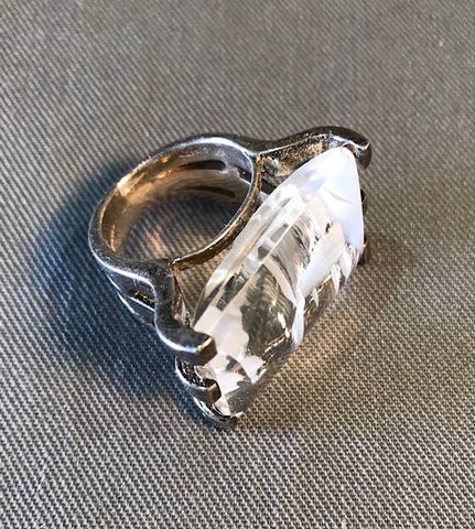 RIN 027 Rectangular crystal on a silver ring size M.