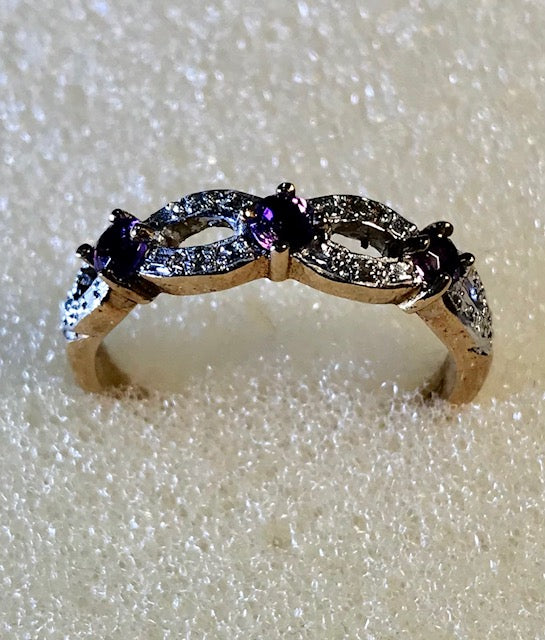 RIN 070 Gold 9k. ring w/amethyst drops/diamonds size P.