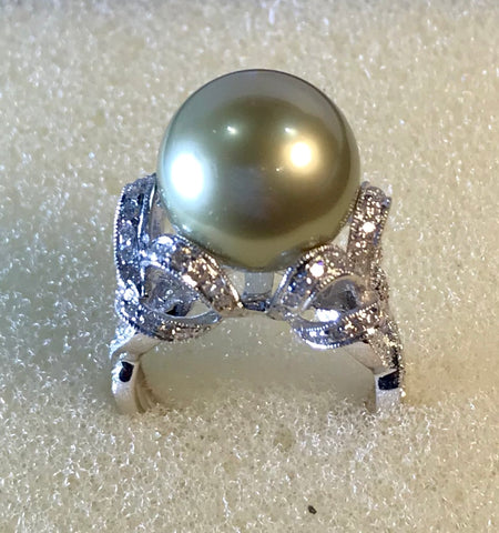 RIN 098 Grey south sea pearl on white gold 18k. w/diamonds size K.