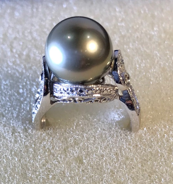 RIN 099 Grey south sea pearl on white gold 14k. w/diamonds size L.