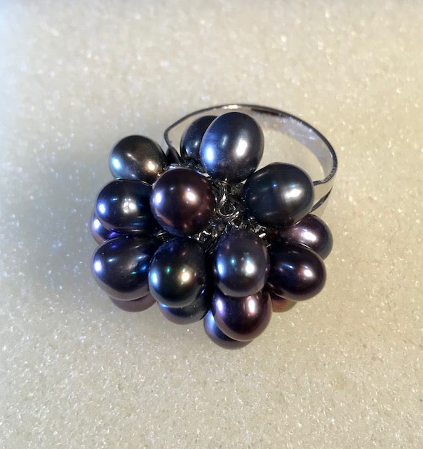 RIN 147 Peacock pearl flower cluster ring size O.