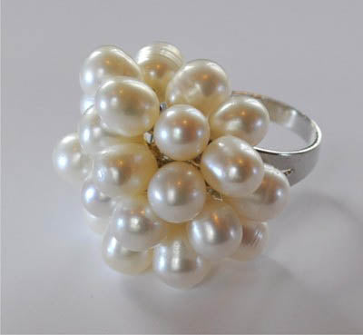 RIN 148 White pearl flower cluster ring size F.