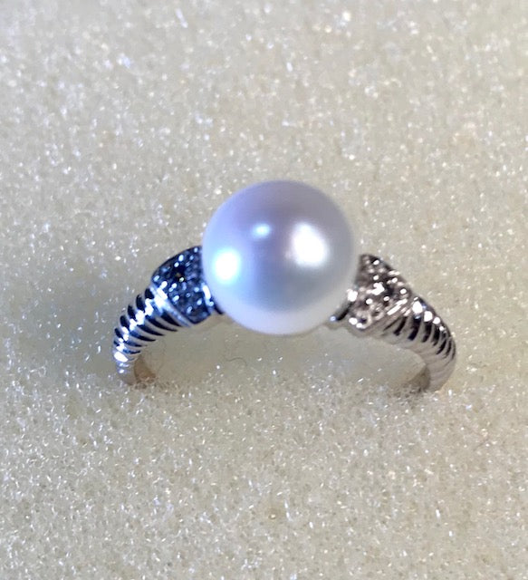 RIN 172 White pearl and cubic zirconia on twisted silver band size P.