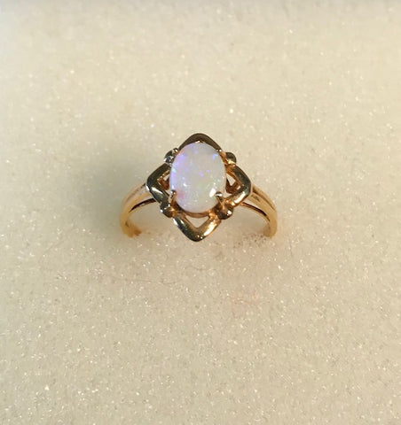 RIN 191 Opal on 18k gold ring size M-.