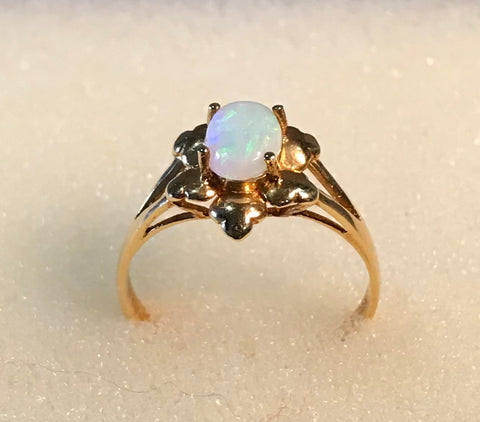 RIN 195 Opal on18k. gold ring size N.
