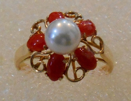 RIN 209 Gold 18k. ring w/red coral and pearl size N.