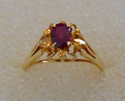 RIN 214 Gold 18k.ring w/diamonds and ruby stone size K.