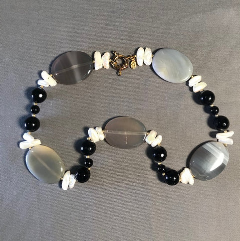 SP 287 Necklace w/Grey Agate Rice pearls, and Onyx beads 55cm long.