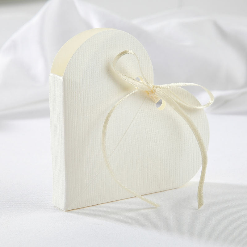 Heart Favour Box in Ivory - Wedding Boutique